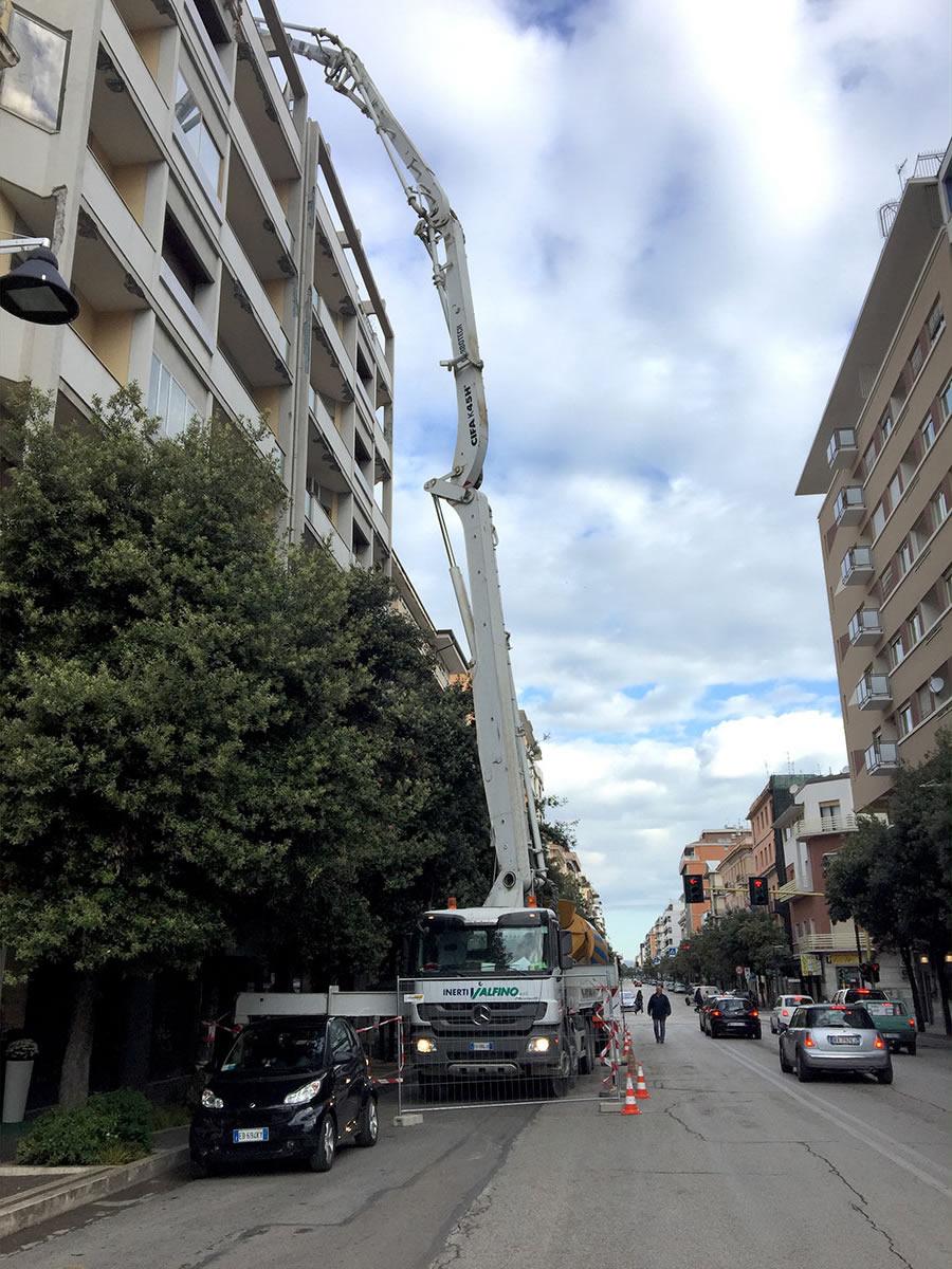 Getto-di-un-solaio-in-Corso-Vittorio-Emanuele-di-Pescara